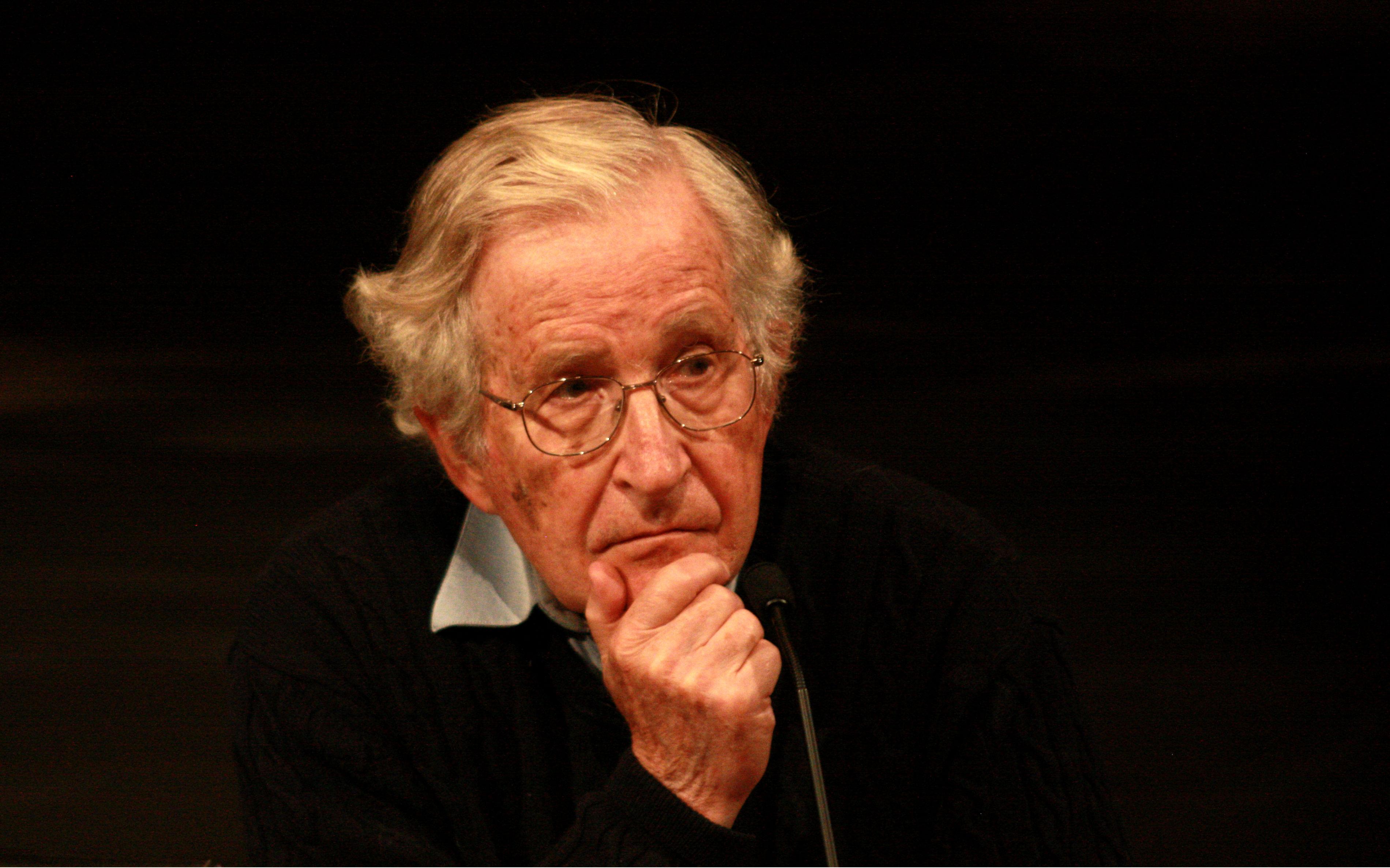 Noam Chomsky, e as 10 estratégias de manipulação da mídia