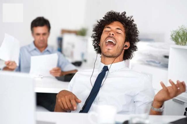 Este é o tipo de música que você deveria ouvir no trabalho